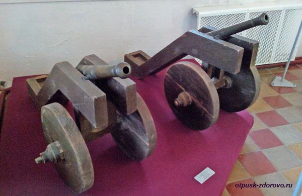 Пушки в музее Белой Палаты Ростовского Кремля
